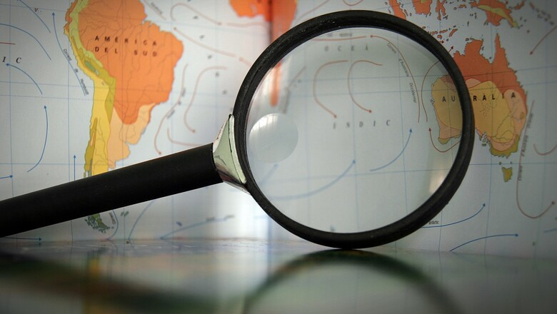 Magnifying glass map geography discover expand 812423.jpg%21d